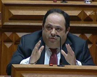 Pedro do Carmo assume sentidos de voto diferentes do PS