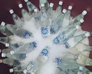 EMAS troca garrafas de plástico por garrafas de vidro
