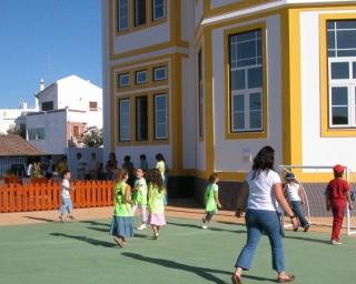 Crianças de Mértola recebem fruta e produtos hortícolas nas escolas