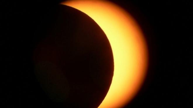 Eclipse parcial do Sol  hoje ao meio-dia