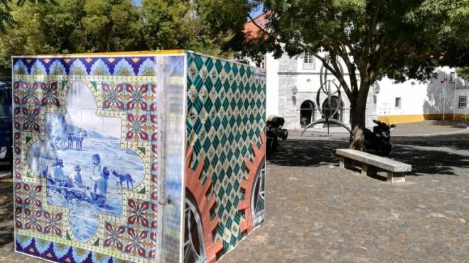 Cubos de fotografias nas ruas de Beja