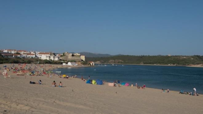 Praia da Franquia reabre depois de intervenção de reposição de areias