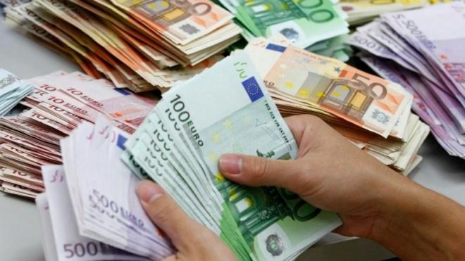 Portugueses apertam o cinto e não cortam despesas em definitivo