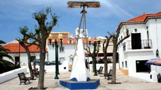 Assinatura de contrato para construção de jardim público em Vila Nova de Milfontes
