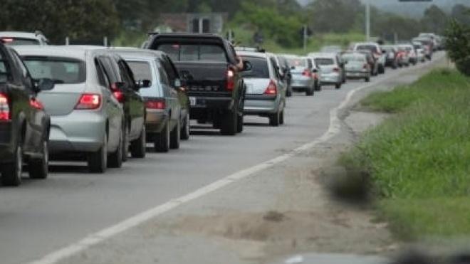 Aumento de tráfego nas estradas com feriado nacional e mudança de quinzena