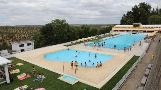 Pista da Piscina de Moura reservada à prática de natação