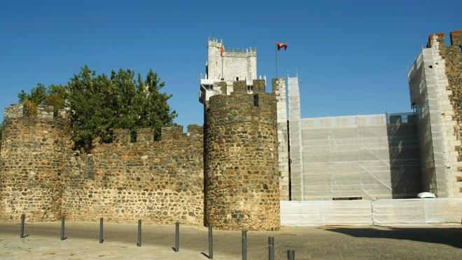 Intervenção numa muralha do Castelo de Beja