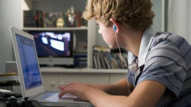 EPCuba entregou computadores a alunos para as necessidades escolares atuais