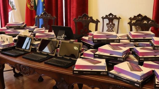 Câmara de Ourique entrega tablets e routers a alunos
