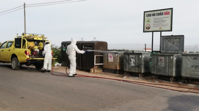 Desinfeção de contentores do lixo e ecopontos em Moura