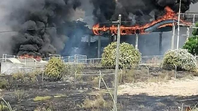 Nossa Senhora das Neves: fogo no parque aquático desativado já está extinto