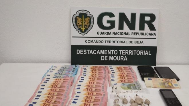 GNR Beja: deteve em Serpa dois indivíduos por tráfico de estupefacientes