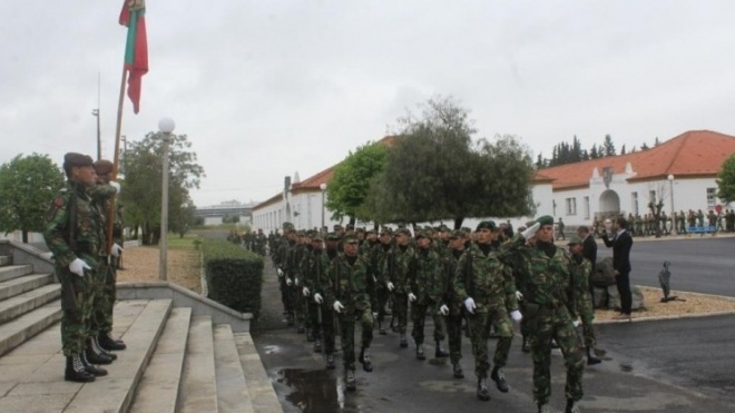 Cerimónia de juramento de bandeira no Regimento de Infantaria nº1