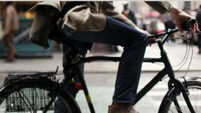 47% dos alunos vão de carro com a família para a escola